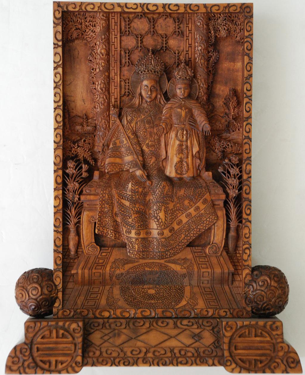 中华圣母子木雕屏